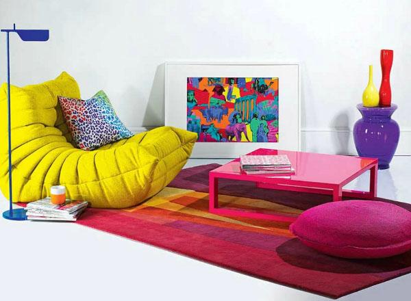 авангардный стиль в интерьере и яркий современный ковер, фото