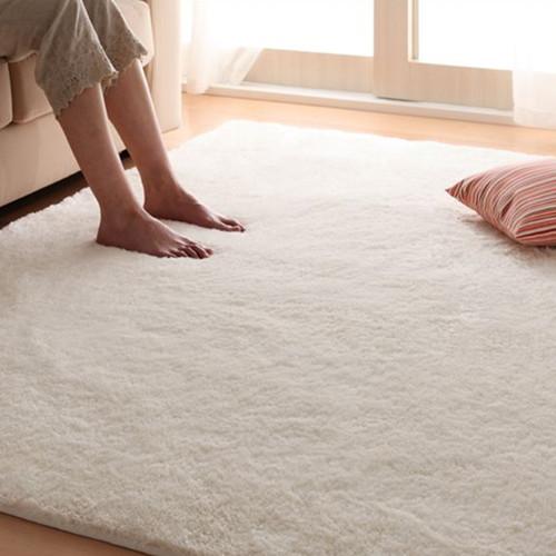 белый ковер для спальни с длинным ворсом, фото