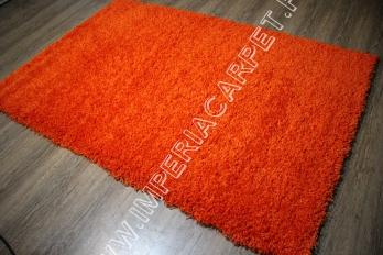 яркий оранжевый ковер с большим ворсом, однотонный