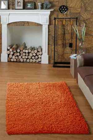 оранжевый ковер с ворсом, коллекция Рейнбов Лапша, Индия, фото ковра в интерьере, возле камина